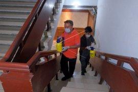 Penyemprotan disinfektan di lingkungan Pemkot Denpasar