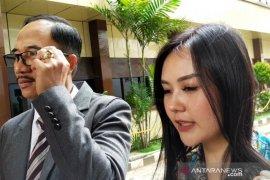 """Selebgram  Sarah Gibson diperiksa sebagai saksi kasus """"carding"""" di Mapolda Jatim"""