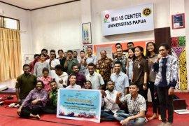 PWI-SKK Migas bekali teknis penulisan jurnalistik mahasiswa Unipa