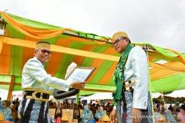 Pada HUT Kota Parepare, Gubernur Sulsel serahkan ambulans laut