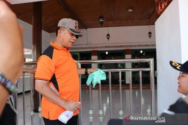 Cegah Covid-19, Polda Bengkulu semprot disinfektan di rumah ibadah
