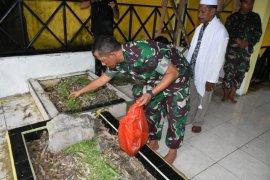 Ratusan anggota TNI jalani tradisi Satuan di Makam Pahlawan Sultan Babullah