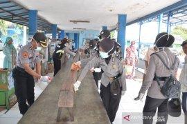 Cegah penyebaran COVID-19, Polres Situbondo bersih-bersih tempat pelayanan publik