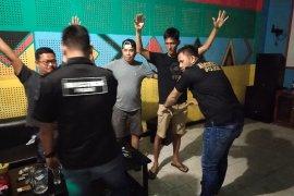 Tempat hiburan karaoke Holyland di Tapteng dirazia, 2 pengunjung positif