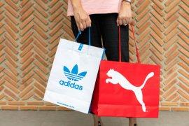 Penjualan Adidas dan Puma anjlok karena virus corona