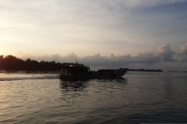 KRI Semarang  dengan 68 ABK Diamond Princess tiba di Priok