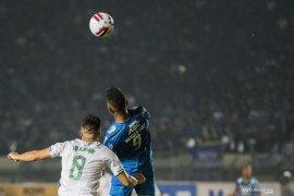 Wander Luiz , penyerang Persib Bandung konfirmasi dirinya positif corona
