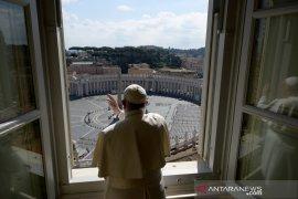 Berita dunia - Paus Fransiskus serukan doa dunia untuk hentikan virus corona