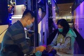 Kalbar hentikan sementara trayek bus ke luar negeri