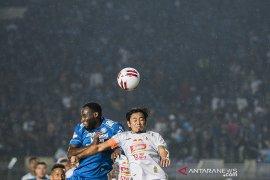 Persib Bandung melawan PSS Sleman
