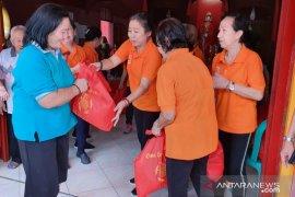 Oma-oma Ceria di Bogor lakukan bakti sosial rayakan hari kelahiran Dewi Kwan Im