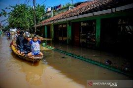 Banjir di Kabupaten Bandung tewaskan seorang warga
