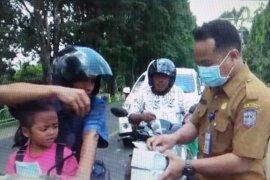 Pemkab Merangin bagikan masker kepada pengguna jalan