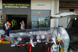 Alami sesak nafas, penumpang pesawat dari Malaysia dilarikan ke RSUP M Djamil Padang