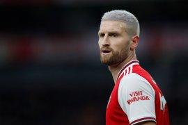 Akibat cedera, bek Mustafi absen saat Arsenal VS Chelsea pada final Piala FA