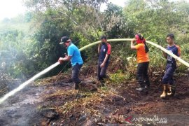 Puntung rokok sebabkan lahan gambut terbakar di Aceh Barat