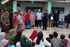 Bupati Lampung Timur dengar keluhan nelayan tolak tambang pasir laut Page 1 Small