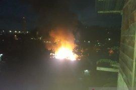 Kebakaran hanguskan tiga rumah warga di Ambon akibat arus pendek