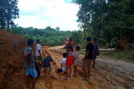 Buka dan perbaiki badan jalan, salah satu target TMMD Kodim 1204 Sanggau