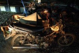 Becak motor ditumpangi mahasiswa KPM tabrak truk kontainer, satu kritis 4 luka-luka