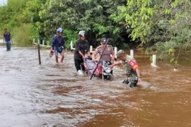 Ruas Jalan Senara Jongkong kemarin di rendam banjir