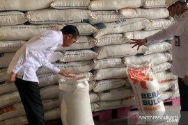 Jokowi perintahkan Bulog segera lakukan operasi pasar beras