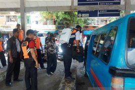 Dishub Denpasar lakukan penyemprotan disinfektan ruang publik cegah COVID-19