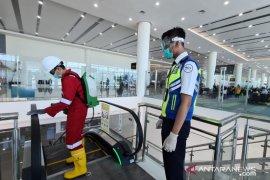 Bandara Internasional Syamsudin Noor desinfeksi gedung terminal cegah Corona