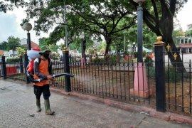 DLH Kota Serang lakukan penyeprotan fasilitas umum