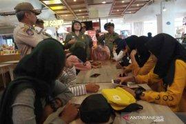 Satpol PP Cirebon razia pelajar keluyuran di tempat umum