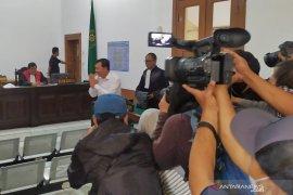 Mantan Sekda Jabar Iwa Karniwa divonis empat tahun penjara kasus suap Meikarta
