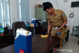 Pegawai DPMD Babel gelar bersih-bersih kantor cegah virus corona