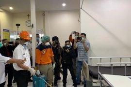 Wali Kota Pontianak pimpin penyemprotan disinfektan di RS Kharitas Bhakti