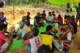 TNI semangati warga di lokasi TMMD Regtas Kodim 1204 Sanggau