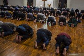 Masjid Salman ITB ditutup sementara menyusul seorang pemateri dinyatakan positif corona