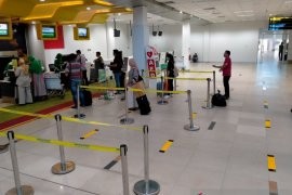Bandara Jambi berlakukan rekayasa pembatasan jarak antrean
