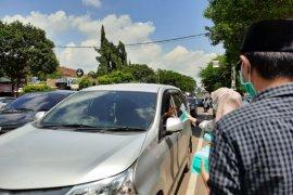 Cegah COVID-19, DPC Gerindra Serang bagikan masker gratis