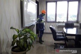 Antisipasi COVID-19, PLN Babel semprot ruang kerja dengan disinfektan