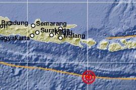 Warga Jember rasakan gempa di Bali