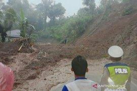 Longsor tutup jalur menuju selatan Cianjur