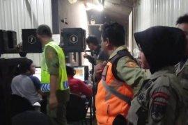 Satpol PP gelar razia dan bubarkan kumpulan remaja nongkrong di jalanan