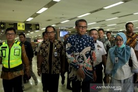 Antisipasi penyebaran COVID-19 di Bandara Sultan Hasanuddin Page 1 Small