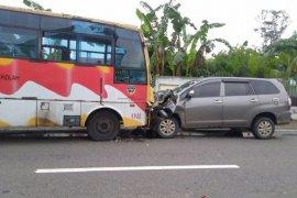 Bus sekolah di Mukomuko alami kecelakaan
