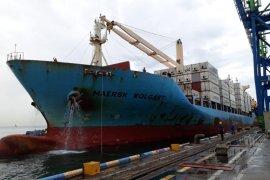 Pelindo IV - Sealand lakukan pelayaran perdana bawa 39 kontainer ke negara Asia