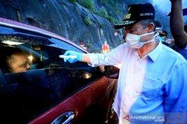 Wagub Sumbar Nasrul Abit cegat seluruh kendaraan dari Pekanbaru