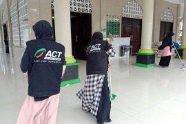 ACT-MRI Maluku bersihkan tempat ibadah antisipasi Covid-19