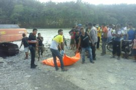 Warga Desa Empus Bahorok temukan mayat di bebatuan Sungai Wampu