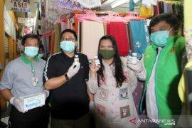 Para pedagang pasar di Bogor dibekali cairan pembersih tangan