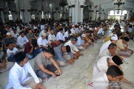 Shalat Jumat tetap ramai di Masjid Raya Baiturrahman