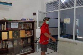PDI Perjuangan Surabaya gerakkan kadernya lakukan penyemprotan di tempat ibadah